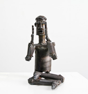 Clapping-metal-sculpture-yoga